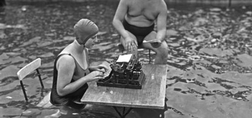 2012-10-09_Typing_PeopleInPoolTypewriter_WEB